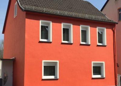 Nachher: Platten entfernt, Fassade gereinigt, neu verputzt und gestrichen